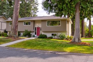 Photo 1: 2401 Wilcox Terr in : CS Tanner House for sale (Central Saanich)  : MLS®# 885075