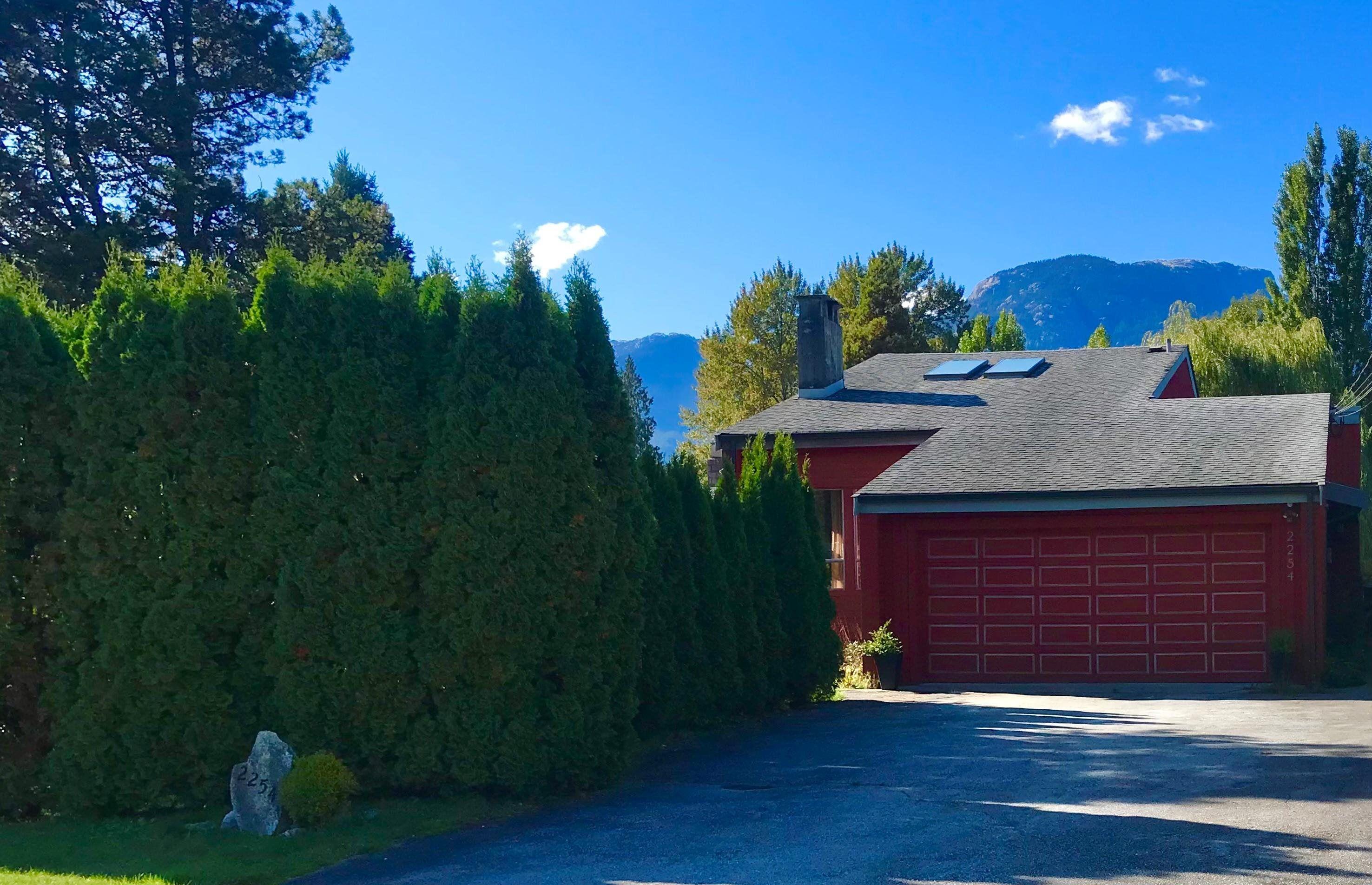 """Main Photo: 2254 READ Crescent in Squamish: Garibaldi Estates House for sale in """"Garibaldi Estates"""" : MLS®# R2624597"""