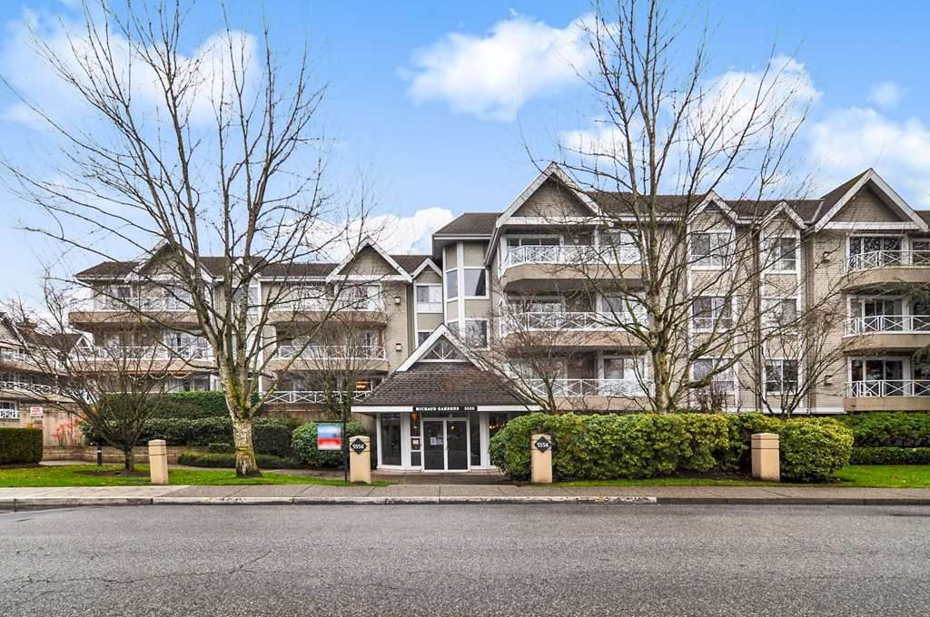 """Main Photo: 205 5556 201A Street in Langley: Langley City Condo for sale in """"Michaud Gardens"""" : MLS®# R2523718"""
