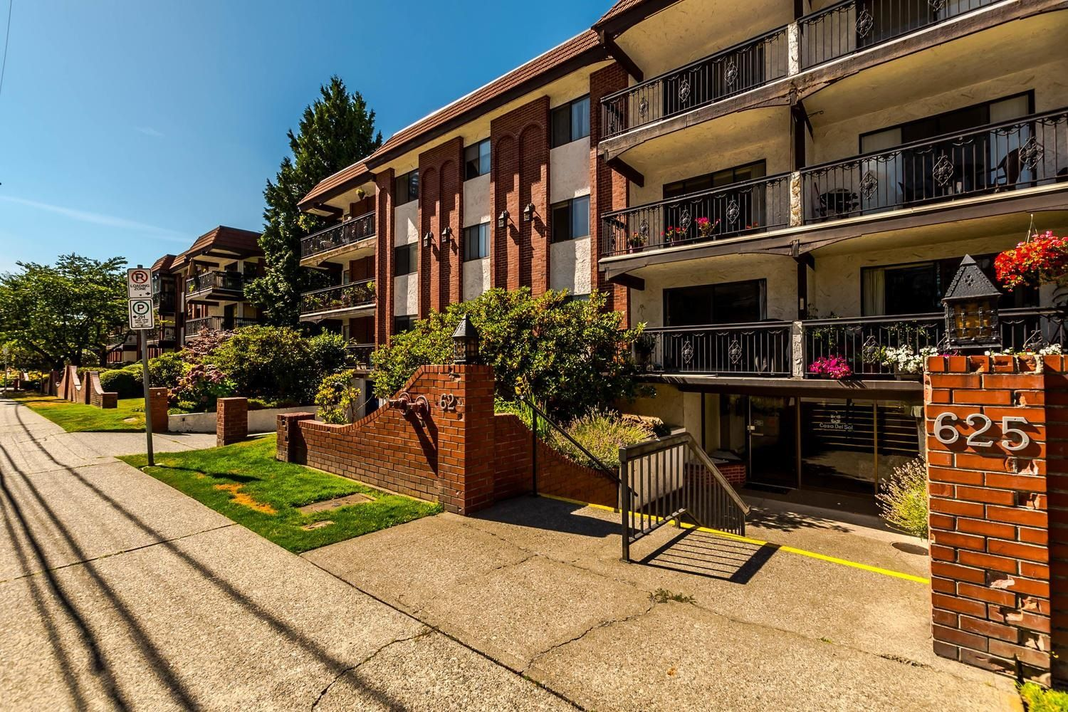 """Main Photo: 306 625 HAMILTON Street in New Westminster: Uptown NW Condo for sale in """"CASA DEL SOL"""" : MLS®# R2616176"""