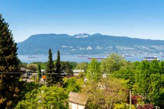 Photo 2: 2588 COURTENAY Street in Vancouver: Point Grey House for sale (Vancouver West)  : MLS®# R2577673