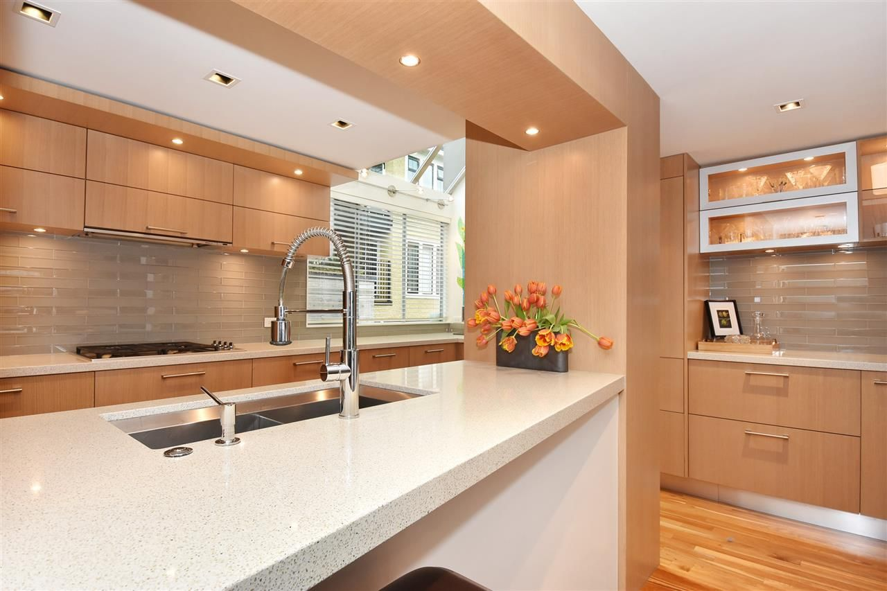 """Photo 9: Photos: 2311 OAK Street in Vancouver: Fairview VW Townhouse for sale in """"OAKVIEW TERRACE"""" (Vancouver West)  : MLS®# R2151089"""
