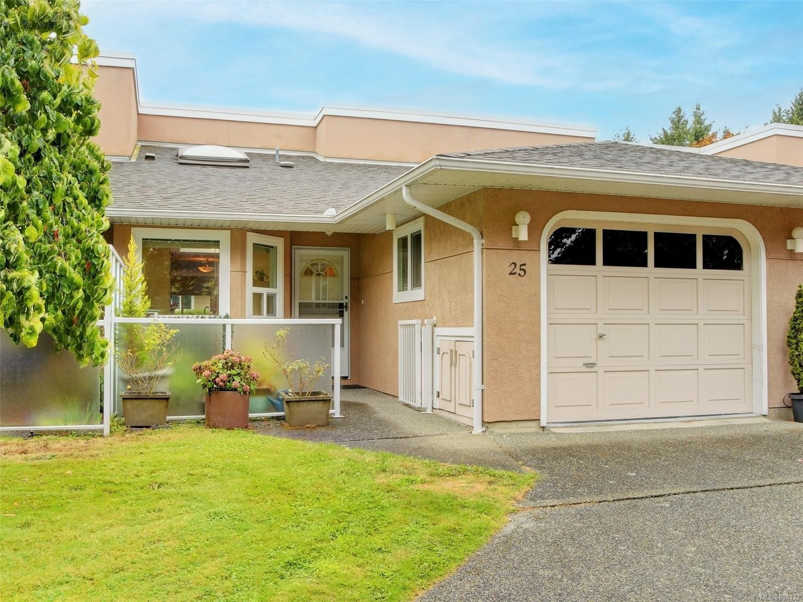 Main Photo: 25 3049 Brittany Dr in : Co Sun Ridge Row/Townhouse for sale (Colwood)  : MLS®# 886132