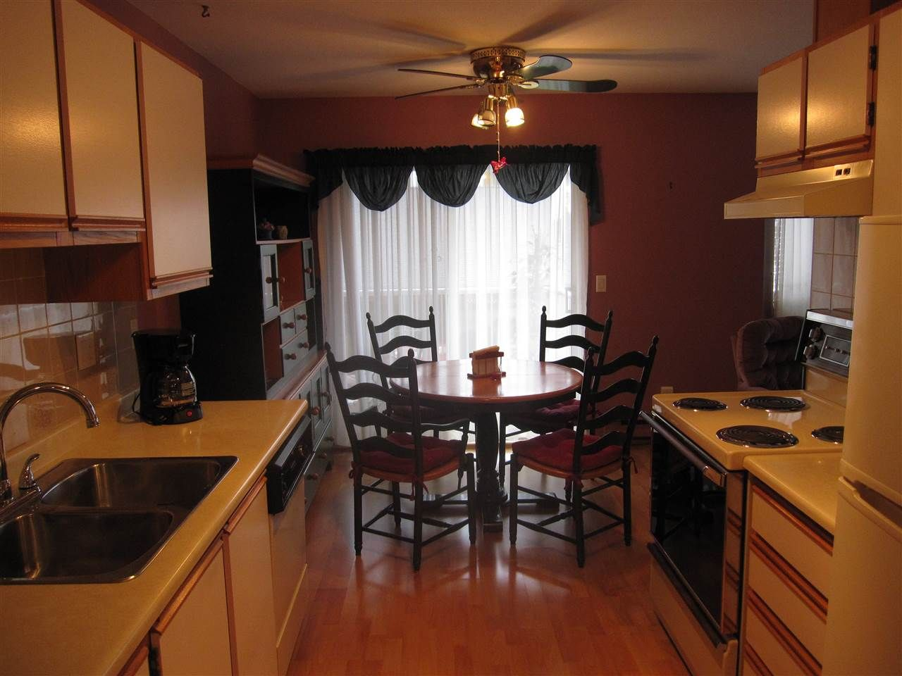 """Photo 6: Photos: 26 12296 224 Street in Maple Ridge: East Central Townhouse for sale in """"The Colonial"""" : MLS®# R2430767"""