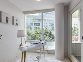 Photo 3: 406 590 NICOLA STREET in Vancouver: Coal Harbour Condo for sale (Vancouver West)  : MLS®# R2302772