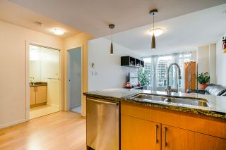Photo 9: 904 1887 CROWE Street in Vancouver: False Creek Condo for sale (Vancouver West)  : MLS®# R2417358