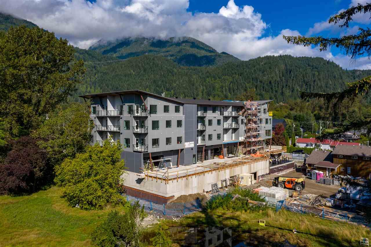 Main Photo: 1 39666 GOVERNMENT Road in Squamish: Northyards Office for sale : MLS®# C8033225