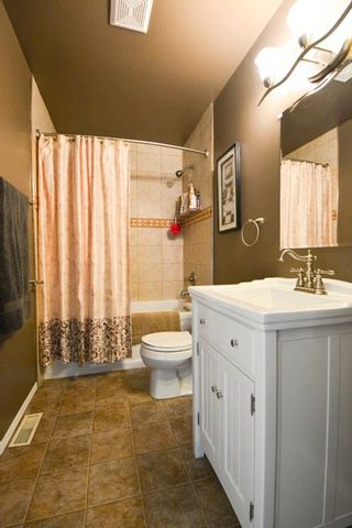 Photo 8: 8223 98 Avenue in Fort St. John: House for sale