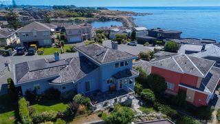 Photo 2: 9 300 Plaskett Pl in VICTORIA: Es Saxe Point House for sale (Esquimalt)  : MLS®# 784553