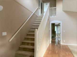 """Photo 4: 76 6488 168 Street in Surrey: Cloverdale BC Townhouse for sale in """"Turnberry"""" (Cloverdale)  : MLS®# R2610763"""