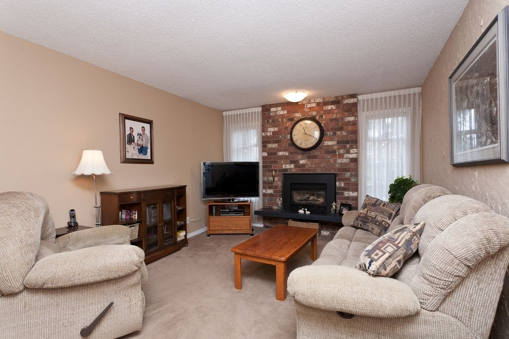 Photo 4: Photos: 423 WALKER Street in Coquitlam: Coquitlam West House for sale : MLS®# V938751