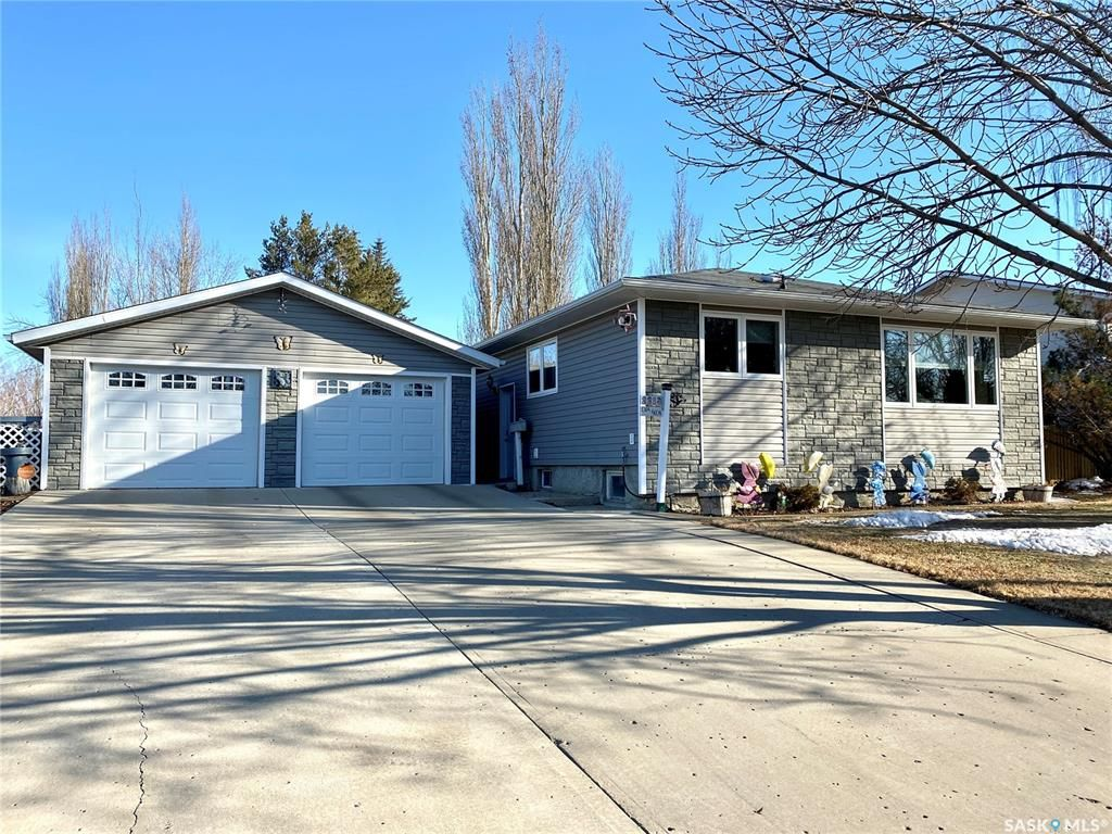 Main Photo: 2213 Douglas Avenue in North Battleford: Residential for sale : MLS®# SK846153