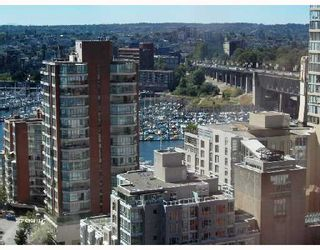 """Photo 10: 1701 888 PACIFIC Street in Vancouver: False Creek North Condo for sale in """"PACIFIC PROMENADE"""" (Vancouver West)  : MLS®# V675304"""