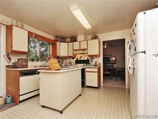 Photo 8: 240 Burnett Rd in VICTORIA: VR Six Mile House for sale (View Royal)  : MLS®# 626557