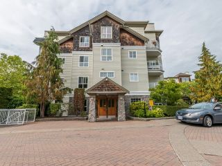 """Photo 1: 104 10188 155 Street in Surrey: Guildford Condo for sale in """"Sommerset"""" (North Surrey)  : MLS®# R2467680"""