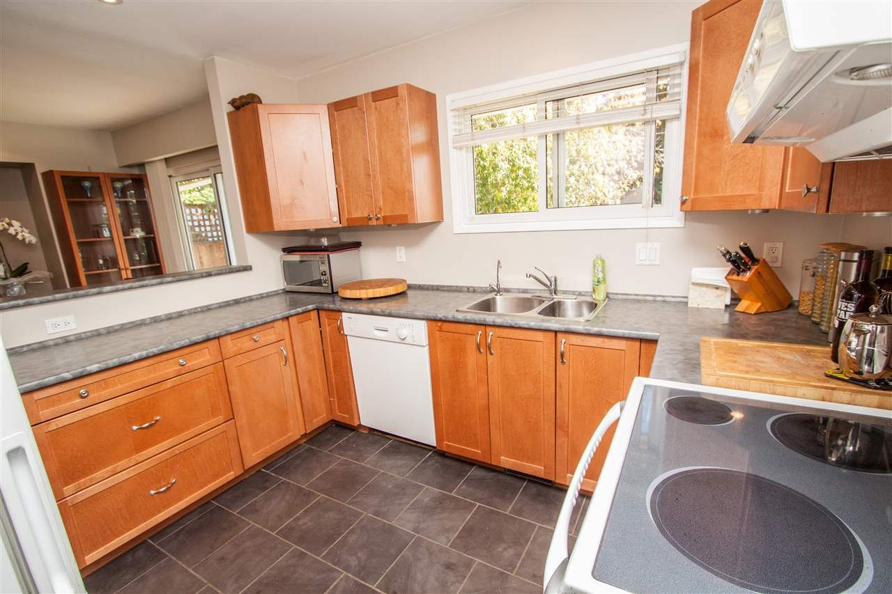 "Photo 10: Photos: 953 DRAYTON Street in North Vancouver: Calverhall House for sale in ""CALVERHALL"" : MLS®# R2112322"