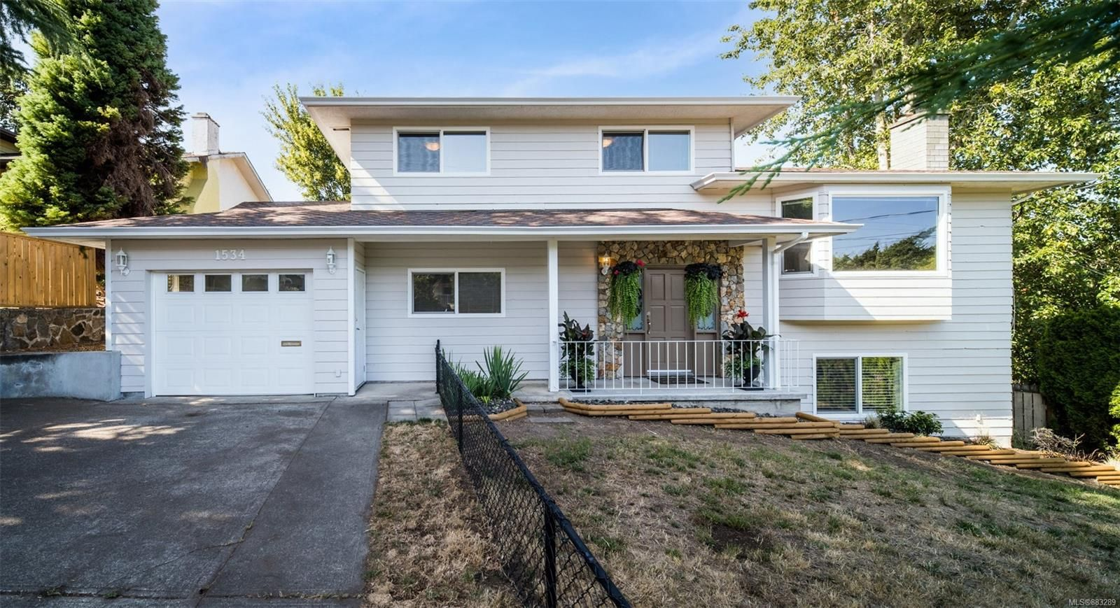 Main Photo: 1534 Kenmore Rd in : SE Mt Doug House for sale (Saanich East)  : MLS®# 883289
