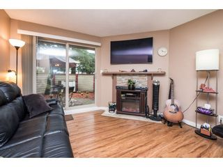 """Photo 3: 10531 HOLLY PARK Lane in Surrey: Guildford Townhouse for sale in """"HOLLY PARK LANE"""" (North Surrey)  : MLS®# R2147163"""