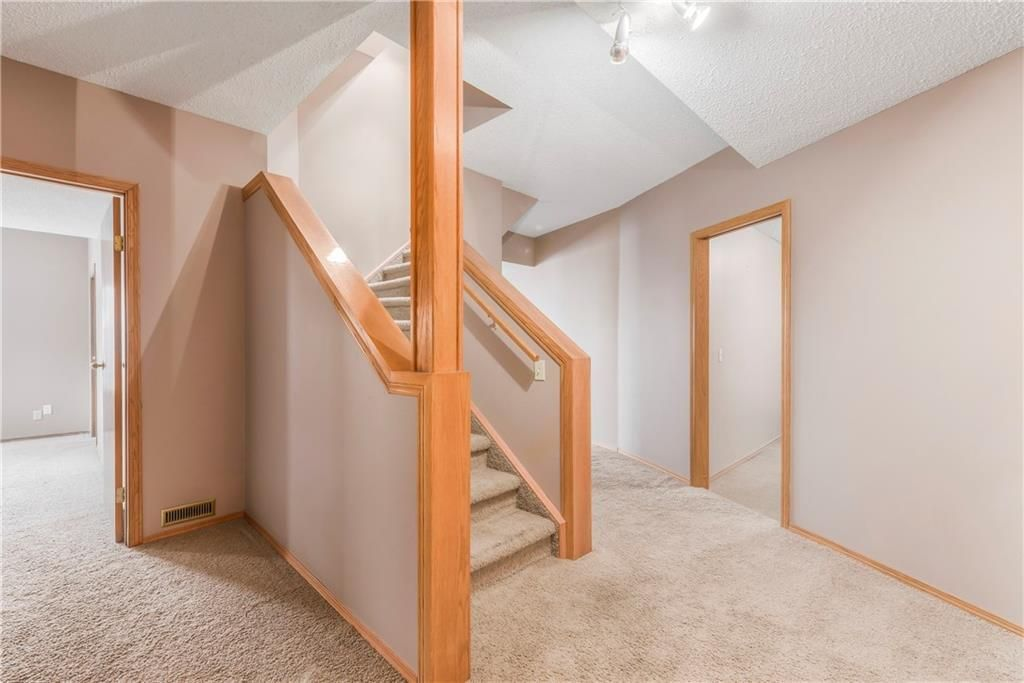 Photo 25: Photos: 2603 SIGNAL RIDGE View SW in Calgary: Signal Hill House for sale : MLS®# C4177922