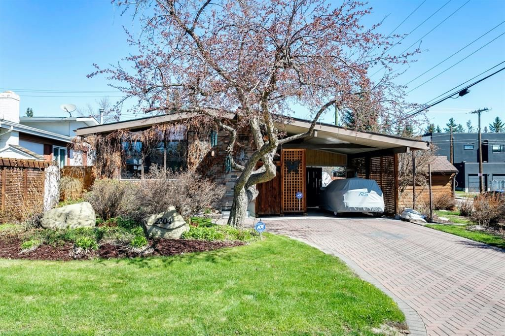 Main Photo: 2304 54 Avenue SW in Calgary: North Glenmore Park Detached for sale : MLS®# A1102878