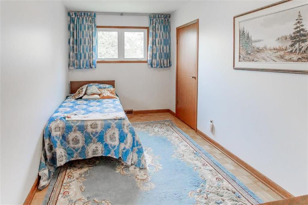 Photo 16: Photos: 128 Sterling Avenue in Winnipeg: Meadowood Residential for sale (2E)  : MLS®# 202011390