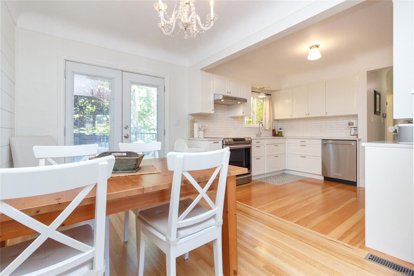 Main Photo: 2179 Cranleigh Pl in : OB Henderson House for sale (Oak Bay)  : MLS®# 852463