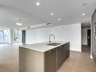 """Photo 7: 1002 1499 W PENDER Street in Vancouver: Coal Harbour Condo for sale in """"WEST PENDER PLACE"""" (Vancouver West)  : MLS®# R2583305"""