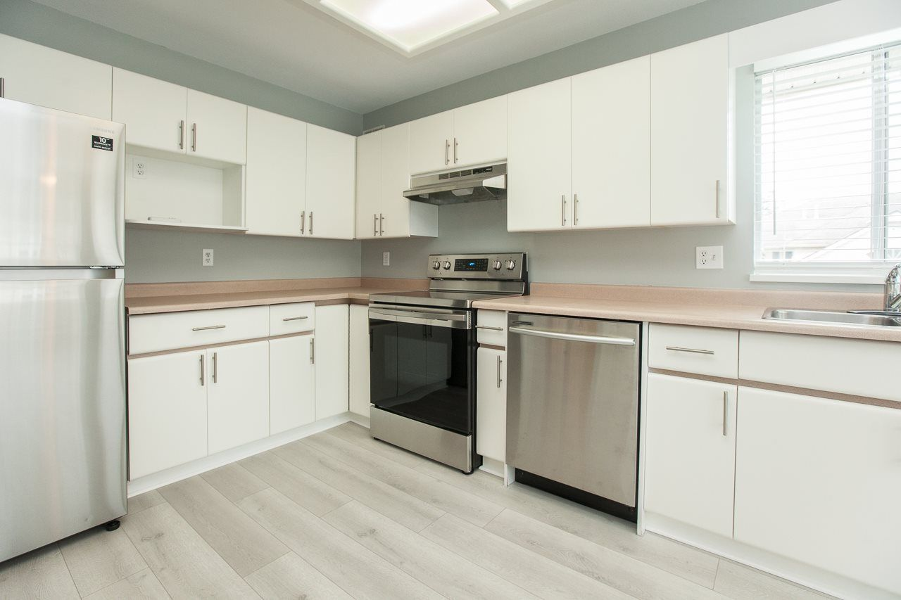 """Photo 2: Photos: 213 16031 82 Avenue in Surrey: Fleetwood Tynehead Townhouse for sale in """"SPRINGFIELD"""" : MLS®# R2450927"""