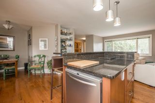Photo 8: 127 Wedgewood Drive SW in Calgary: Wildwood Detached for sale : MLS®# A1056789