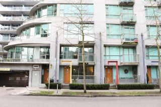 """Photo 13: 1428 W HASTINGS Street in Vancouver: Coal Harbour Townhouse for sale in """"DOCKSIDE"""" (Vancouver West)  : MLS®# R2464469"""