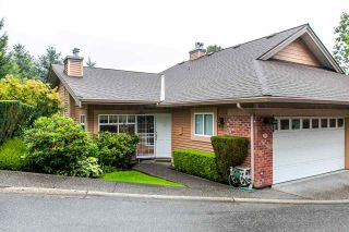 """Photo 1: 17 5201 OAKMOUNT Crescent in Burnaby: Oaklands Townhouse for sale in """"HARTLANDS"""" (Burnaby South)  : MLS®# R2099828"""
