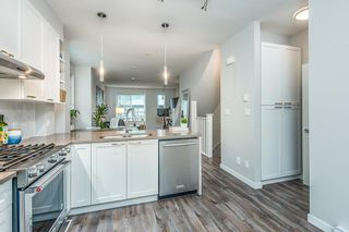 """Photo 11: 38344 SUMMITS VIEW Drive in Squamish: Downtown SQ Townhouse for sale in """"EAGLEWIND"""" : MLS®# R2517770"""