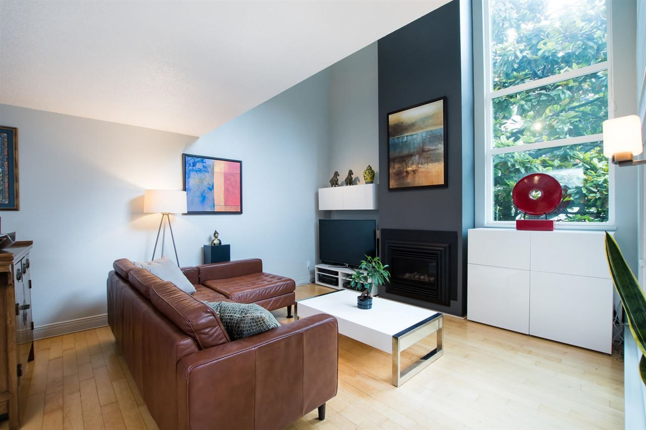 "Photo 3: Photos: 1 1019 GILFORD Street in Vancouver: West End VW Condo for sale in ""Gilford Mews"" (Vancouver West)  : MLS®# R2472849"