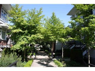 "Photo 2: 57 6528 DENBIGH Avenue in Burnaby: Forest Glen BS Townhouse for sale in ""OAKWOOD"" (Burnaby South)  : MLS®# V1088478"