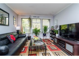 Photo 3: 2449 WAYBURNE Crescent in Langley: Willoughby Heights House for sale : MLS®# F1437139