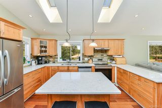 Photo 5: 1063 Chesterfield Rd in Saanich: SW Strawberry Vale House for sale (Saanich West)  : MLS®# 844474