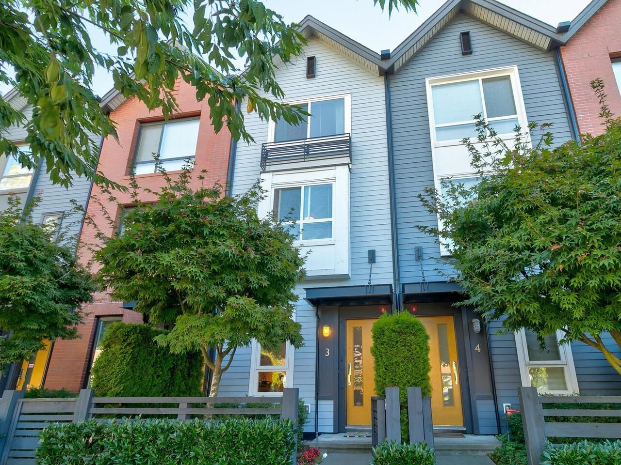 Main Photo: 3 6868 BURLINGTON Avenue in Burnaby: Metrotown Townhouse for sale (Burnaby South)  : MLS®# R2615606
