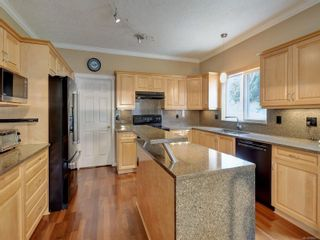 Photo 6: 2288 Selwyn Rd in Langford: La Thetis Heights House for sale : MLS®# 886611
