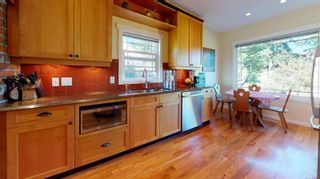Photo 11: 2635 Mt. Stephen Ave in Victoria: Vi Oaklands House for sale : MLS®# 854898
