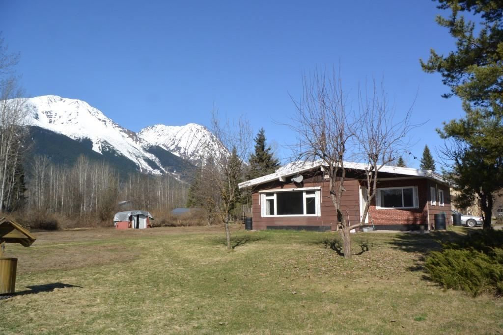 """Main Photo: 4365 LAKE KATHLYN Road in Smithers: Smithers - Rural House for sale in """"Lake Kathlyn"""" (Smithers And Area (Zone 54))  : MLS®# R2557275"""