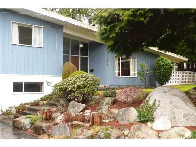Main Photo: 586 EVERGREEN Place in North Vancouver: Delbrook House for sale : MLS®# V1044945