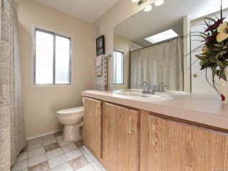 Photo 15: 18 1240 WILKINSON ROAD in COMOX: CV Comox Peninsula Manufactured Home for sale (Comox Valley)  : MLS®# 780089