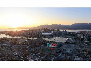 """Photo 3: 46 1ST Avenue in Vancouver: False Creek Townhouse for sale in """"THE ONE"""" (Vancouver West)  : MLS®# V1121591"""