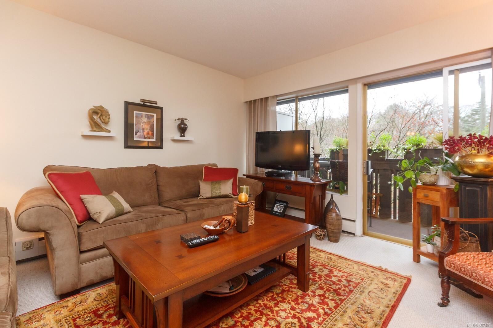 Main Photo: 303 964 Heywood Ave in : Vi Fairfield West Condo for sale (Victoria)  : MLS®# 862438