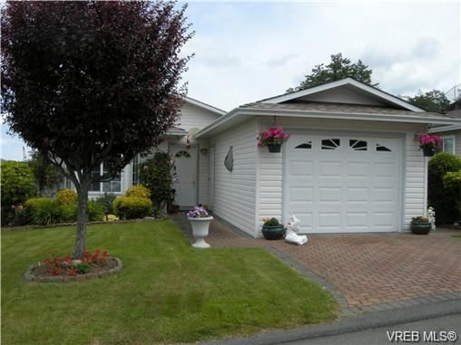 Main Photo: 44 Lekwammen Dr in VICTORIA: VR Glentana Manufactured Home for sale (View Royal)  : MLS®# 667054