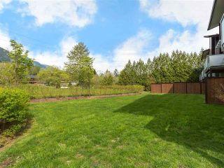 "Photo 2: 3 41488 BRENNAN Road in Squamish: Brackendale 1/2 Duplex for sale in ""RIVENDALE"" : MLS®# R2358190"