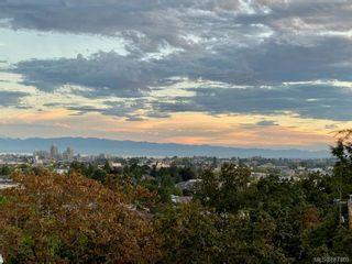 Photo 1: 204 991 Cloverdale Ave in Saanich: SE Quadra Condo for sale (Saanich East)  : MLS®# 887469