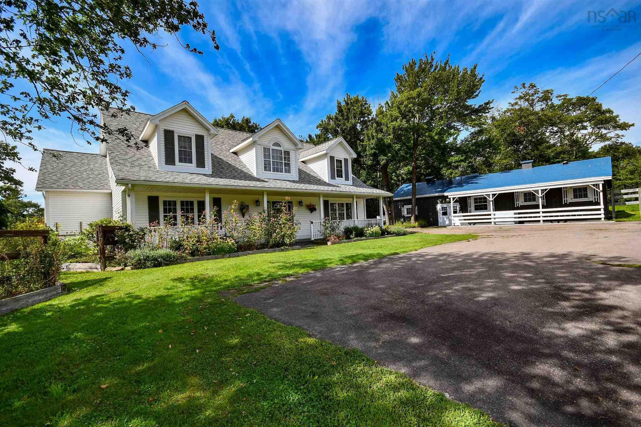 Main Photo: 5359 Highway 2 in Grand Lake: 30-Waverley, Fall River, Oakfield Residential for sale (Halifax-Dartmouth)  : MLS®# 202123644