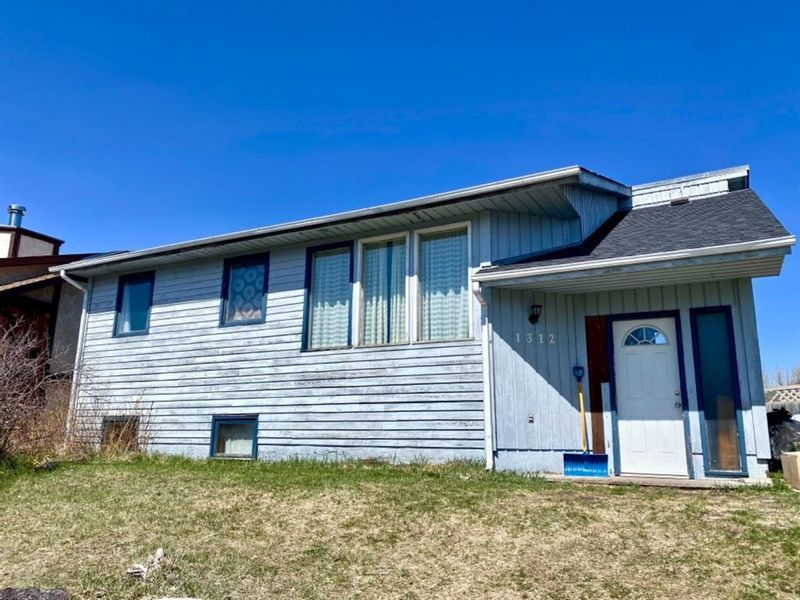 FEATURED LISTING: 1312 10 Avenue Southeast High River