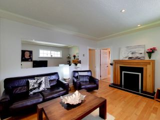 """Photo 4: 2271 WATERLOO Street in Vancouver: Kitsilano House for sale in """"KITSILANO!"""" (Vancouver West)  : MLS®# R2086702"""